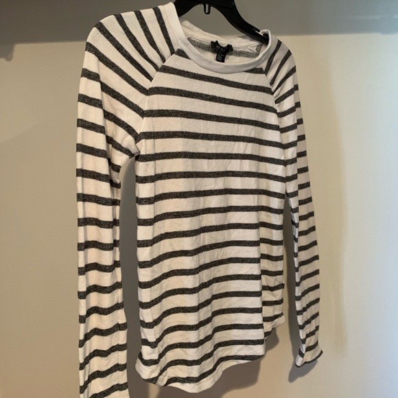 Forever 21 Sweaters - Forget 21 Striped Sweater